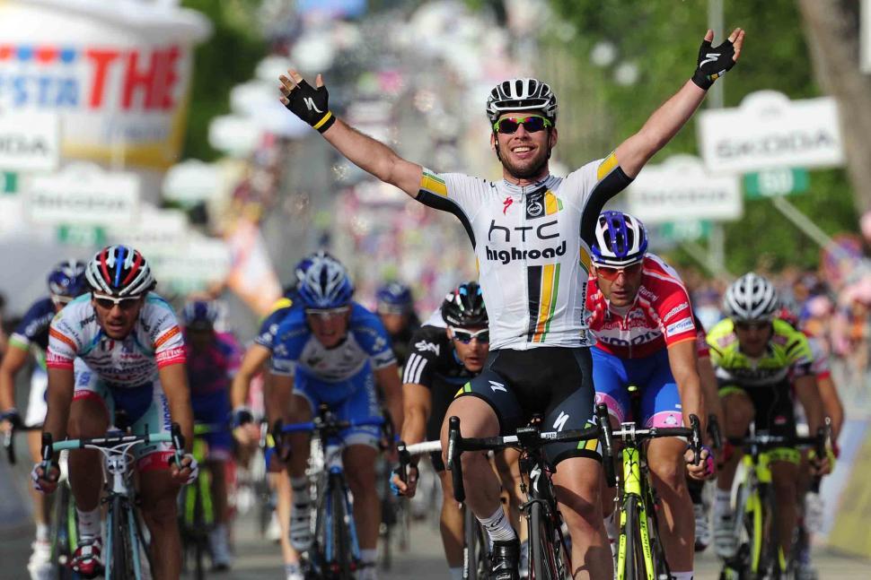 Mark Cavendish wins Stage 10 of 2011 Giro d Italia credit RCS Sport.jpg