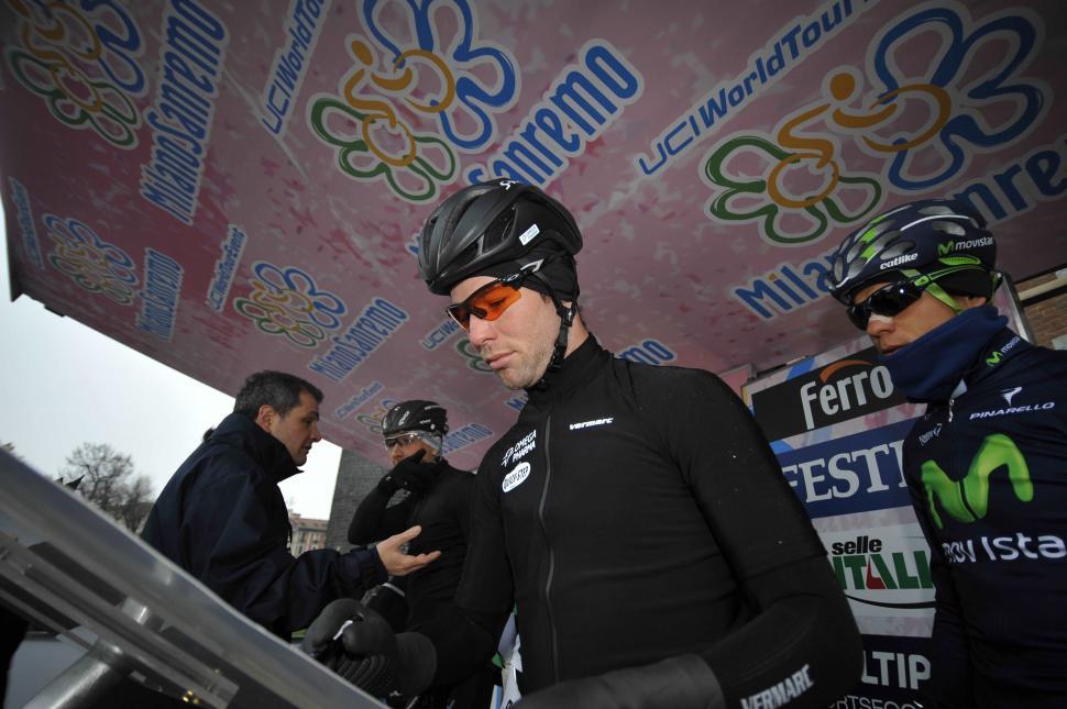 Mark Cavenidsh signs on for 2013 Milan-San Remo (copyyright Gian Mattia D'Alberto, LaPresse)