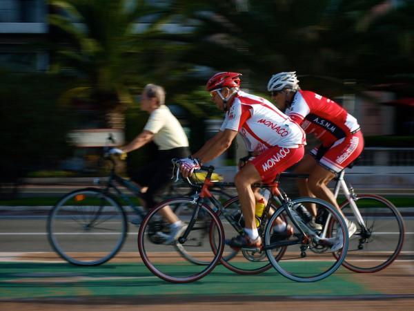 Older cyclists (© Simon MacMichael)