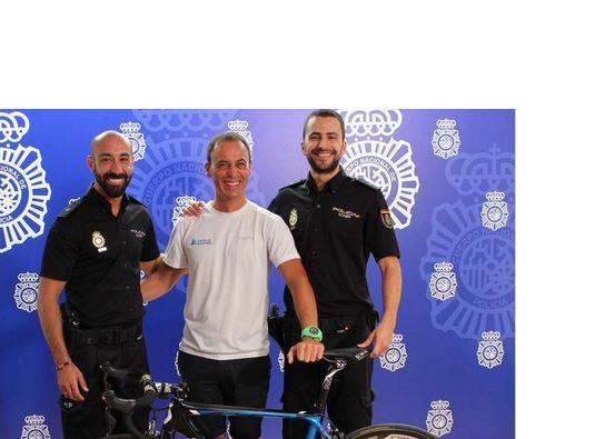 Policia Nacional return stolen bike to Orica-GreenEdge (source Policia  Nacional on Twitter) c52aeb552
