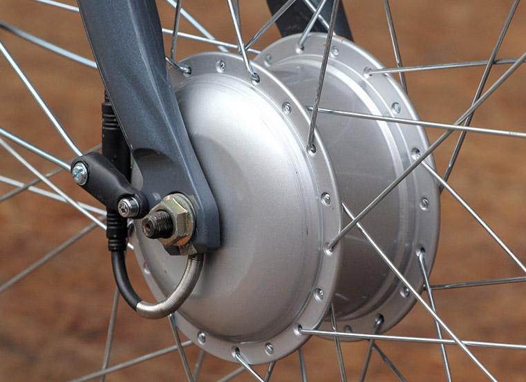 Raleigh Velo XC - front hub