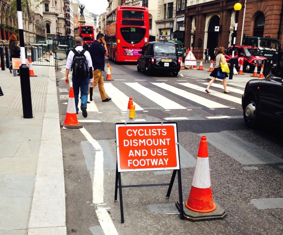 Roadworks sign - cycists dismount