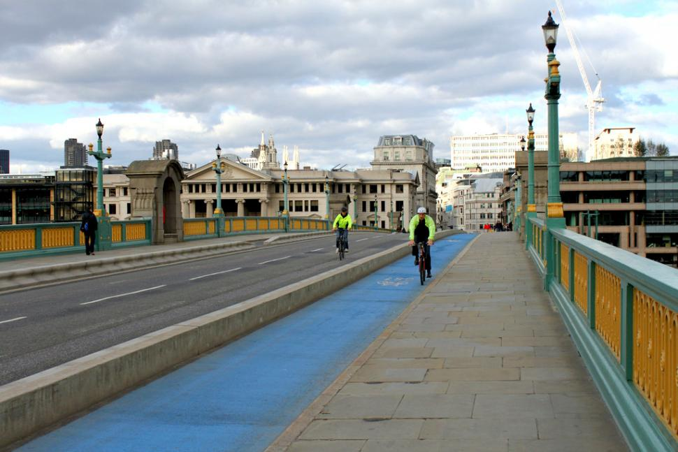 Segregated cycle lane in London (CC BY-NC-SA 2.0 Alan Perryman:Flickr)