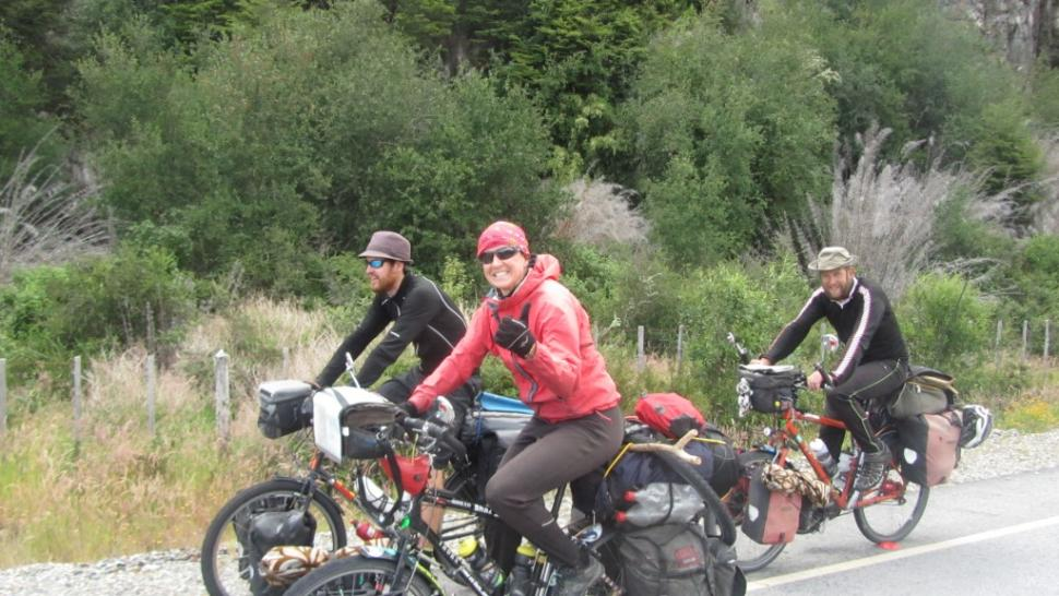 Sharon Bridgman and companions (image courtesy north2northcycletour)