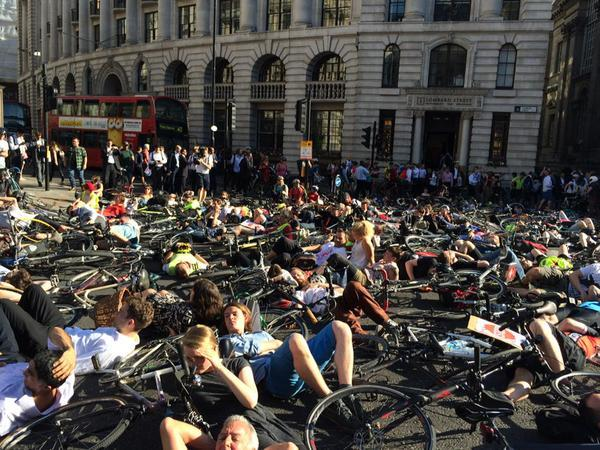 Stop Killing Cyclists targets DfT in pollution protest | road cc