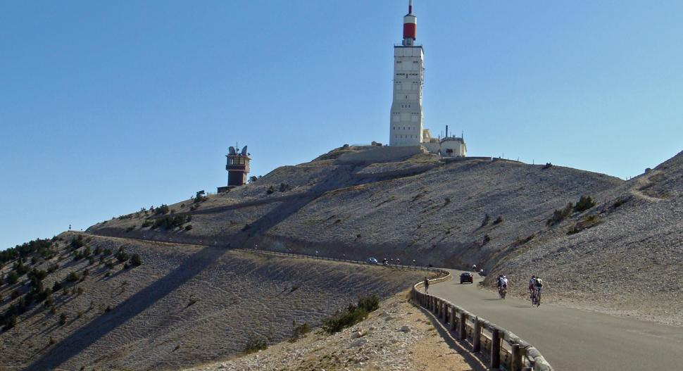 The road to the Ventoux summit (CC BY-NC 2.0 by will_cyclist:Flickr)