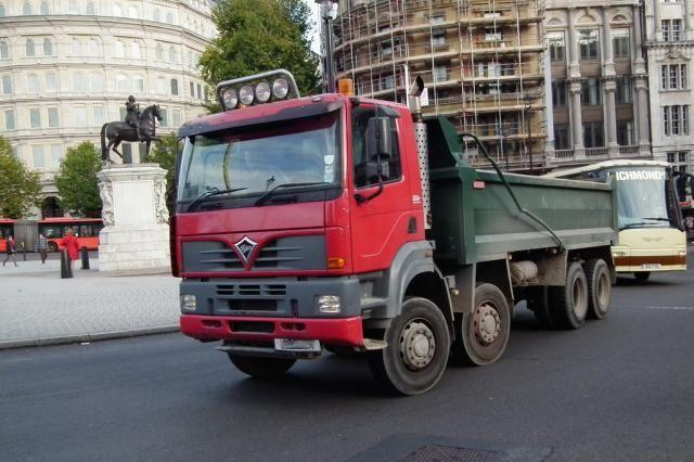 Tipper truck 2 (CC licensed by kenjonbro)