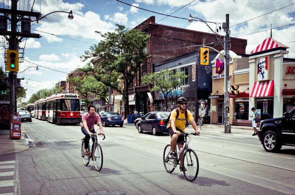 Toronto Cyclists (credit- Benson Kua, Wikimedia Commons)