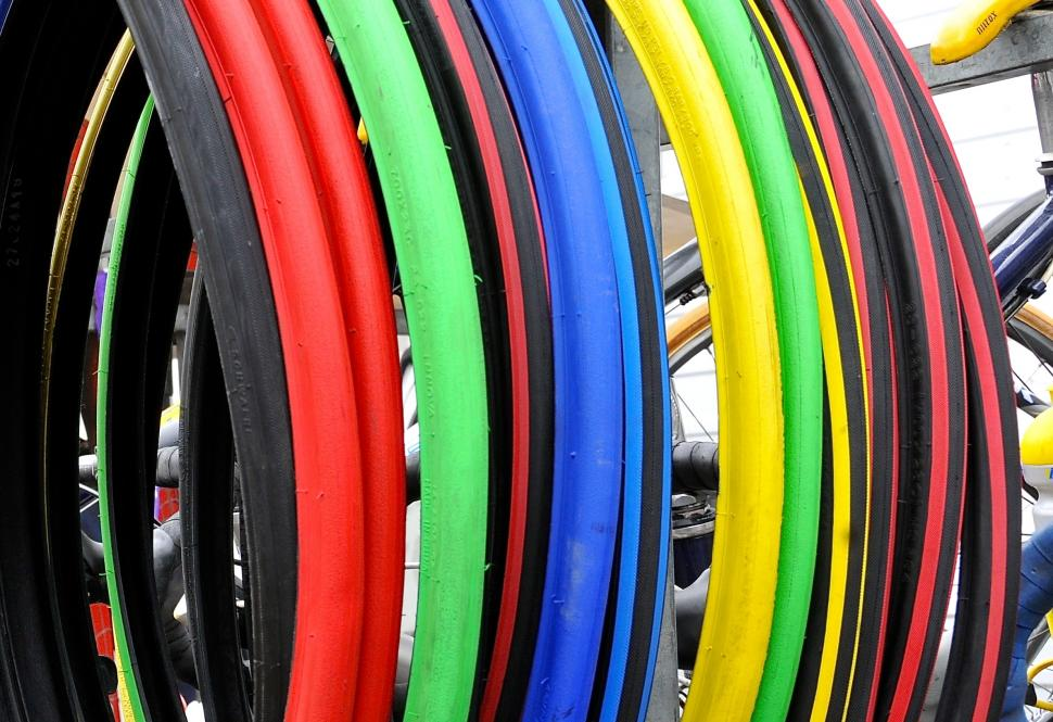 Tyre colours (CC BY 2.0 FaceMePLS:Flickr)