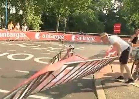 Utrecht postman goes postal (RTV Utrecht video still)