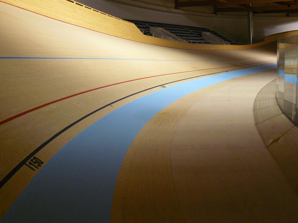 Velodrome interior (CC BY-NC-ND 2.0 by Hugo Cardoso:Flickr)