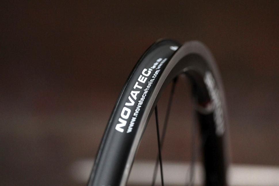 Novatec 30 Alu Clincher wheelset - rim bed