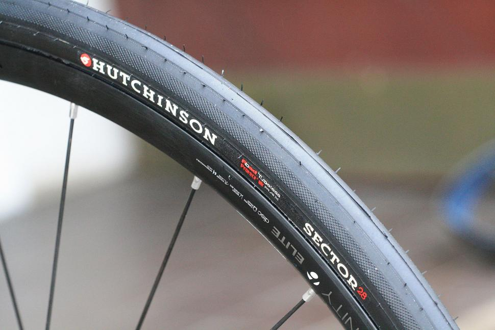 Hutchinson Sector 28 tubeless tyre