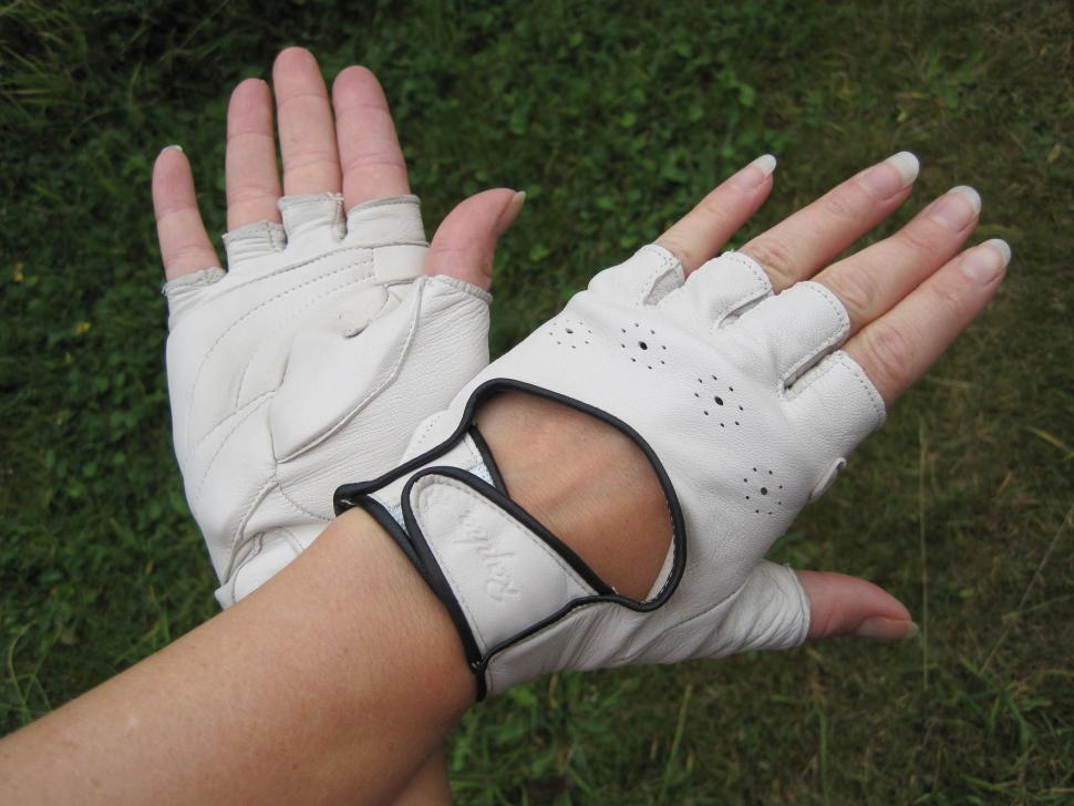 Rapha Grand Tour Women's Glove.JPG