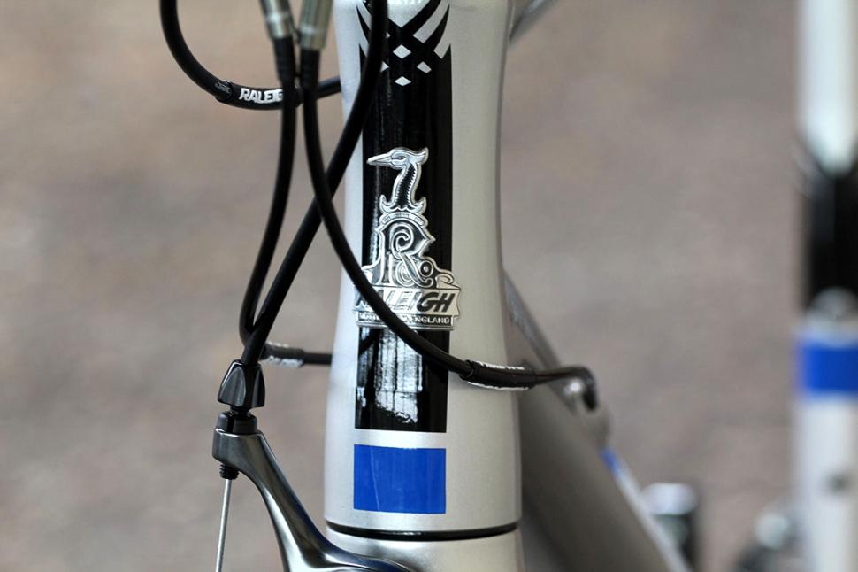 Raleigh Criterium Sport - head tube badge