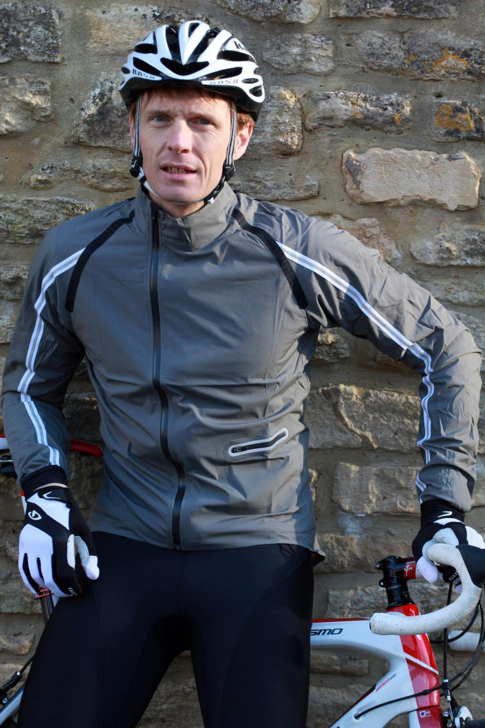 e8a940f01 Review: Rapha Wind Jacket | road.cc