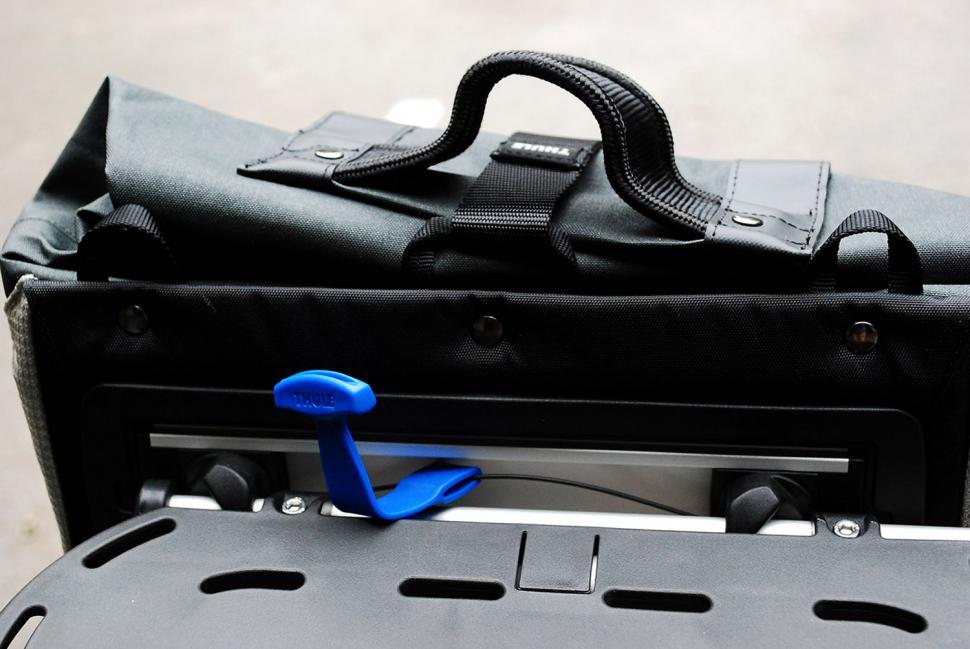 Thule Pack N Pedal Commuter Pannier Black Left Side Rain Cover 19L Shoulder Bag