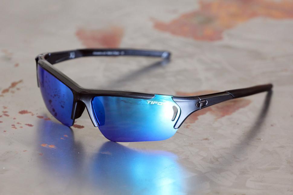46a01308205 Review  Tifosi Radius FC Sunglasses