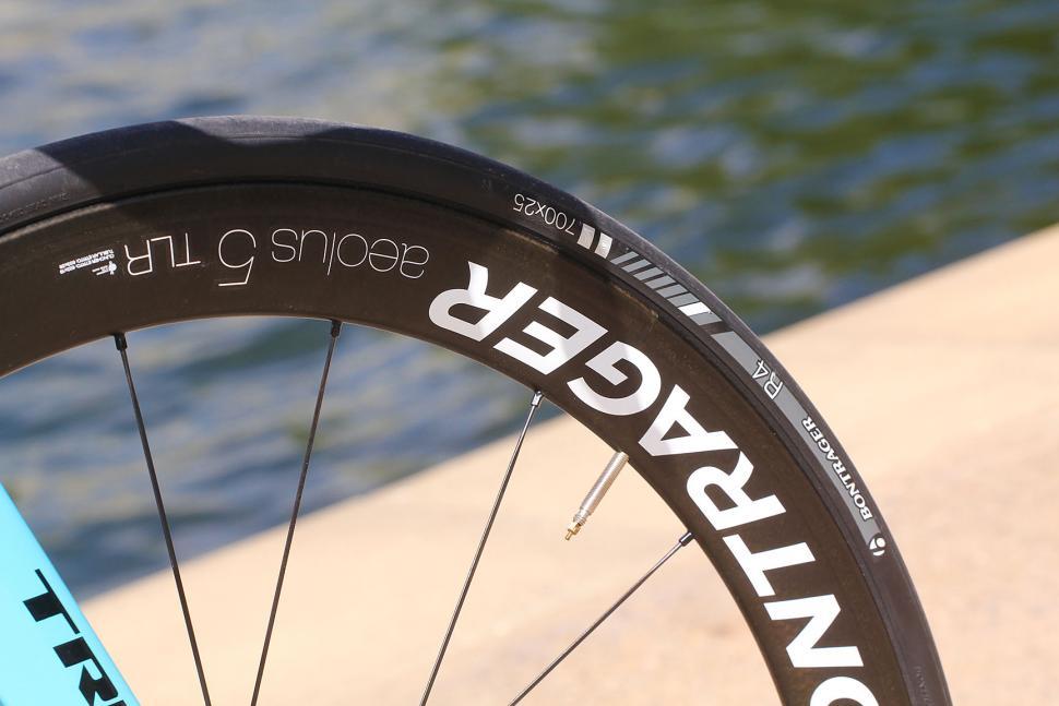 Trek Madone 9 series - tyre and rim