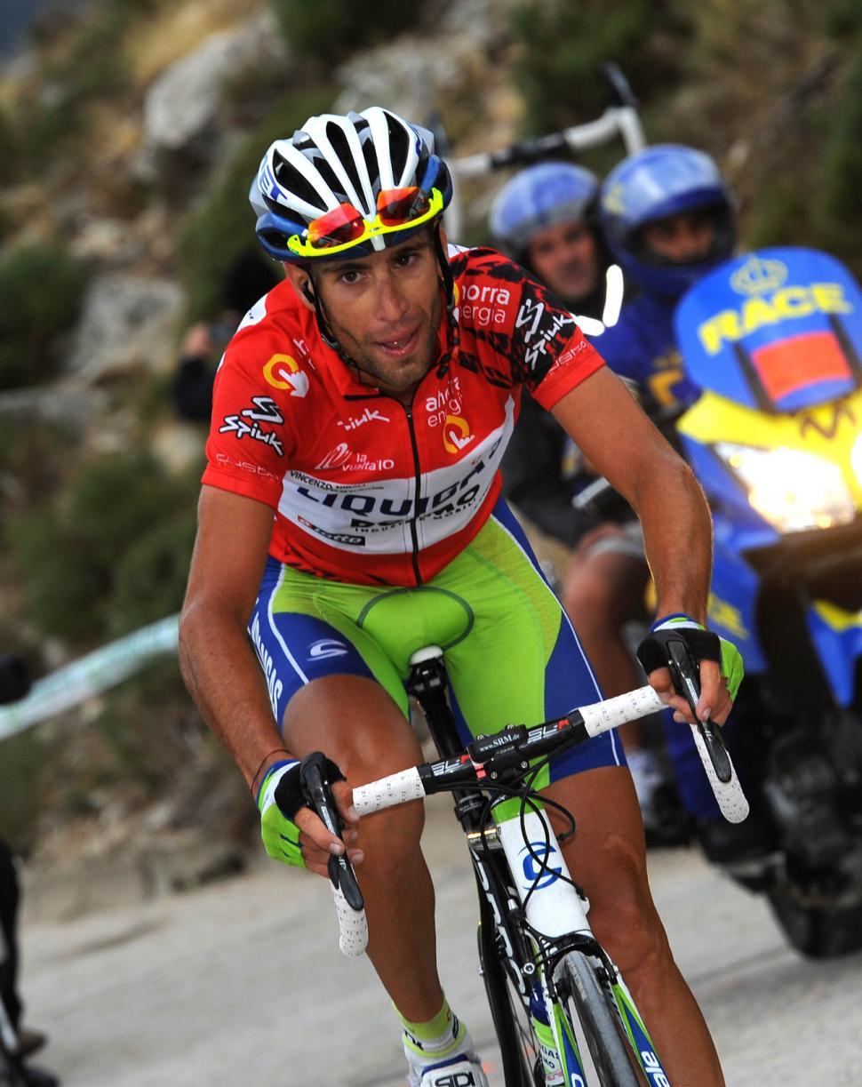 Vincenzo Nibali chases on the Bola del Mundo (copyright- Unipublic:Graham Watson)