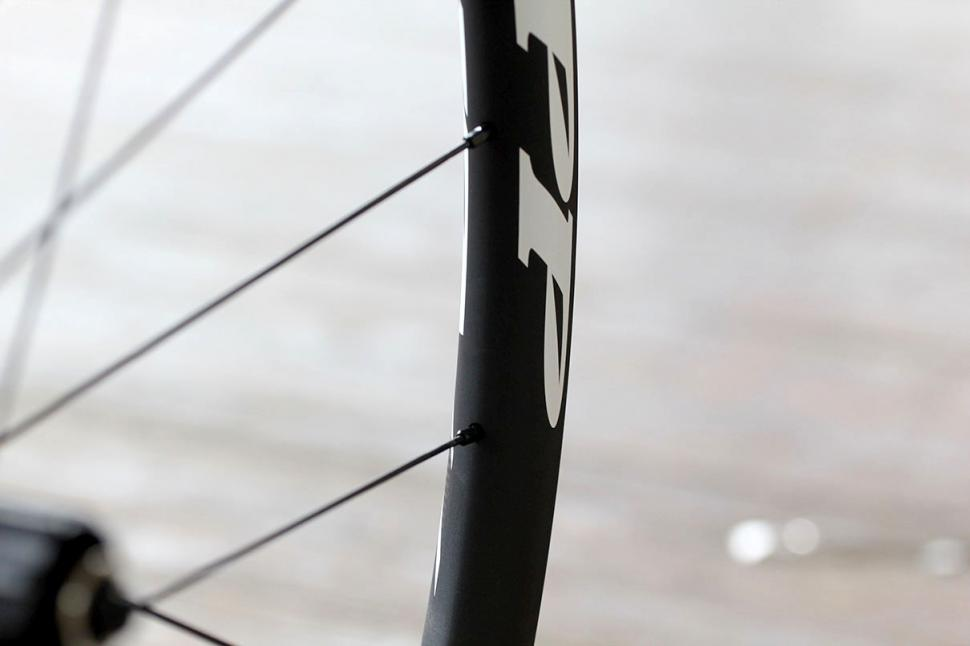 Zipp 30 Course Disc-brake Clincher wheels - spoke detail