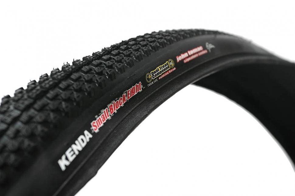 Kenda Small Block 8 700x32c tyre