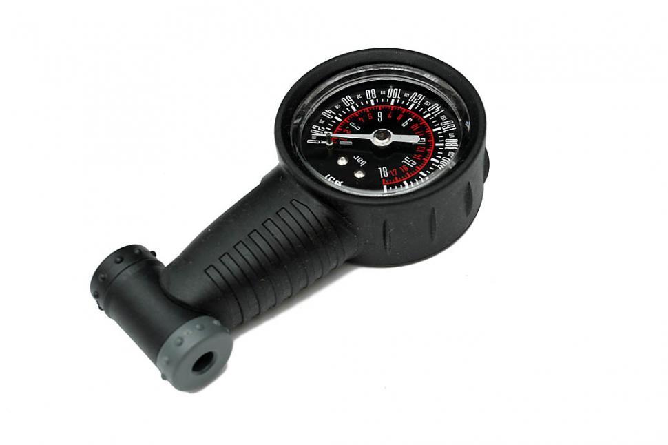 Revolution pressure gauge