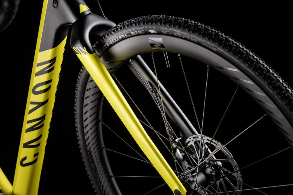Inflite CF SLX Detail 3 - Copyright - Canyon Bicycles.jpg
