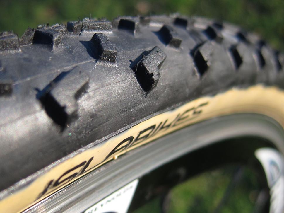 Islabikes Greim Pro cyclo-cross tyre 700 x 32c - Islabikes Mounted.jpg