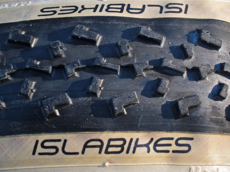 Islabikes Greim Pro cyclo-cross tyre 700 x 32c - Islabikes Tread.jpg