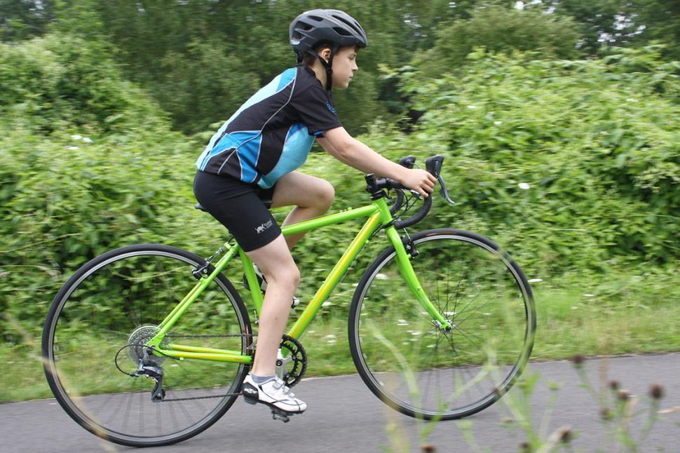 Islabikes Luath 700c - riding 1.jpg