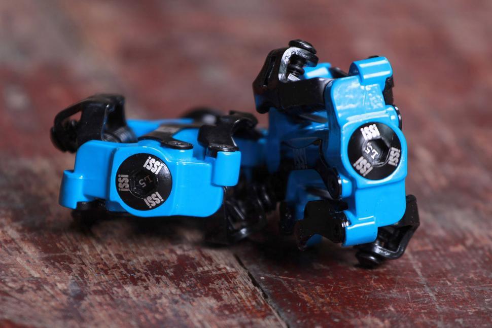 Issi II Triple pedals 2.jpg