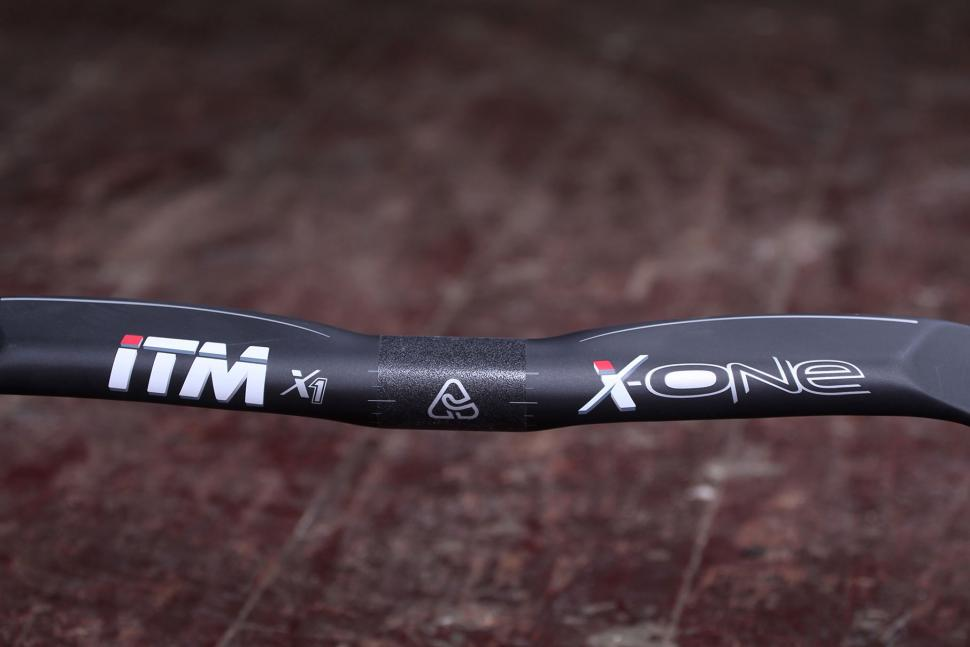 ITM X-One Carbon Handlebar - profile from front.jpg