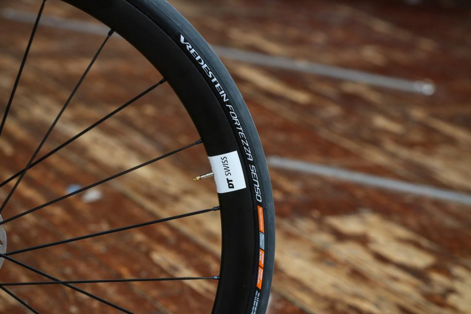 J Guillem Major - tyre and rim.jpg