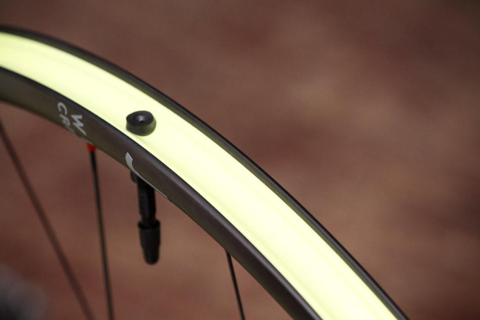 Review Just Riding Along Gecko Carbon Wheelset Road Cc