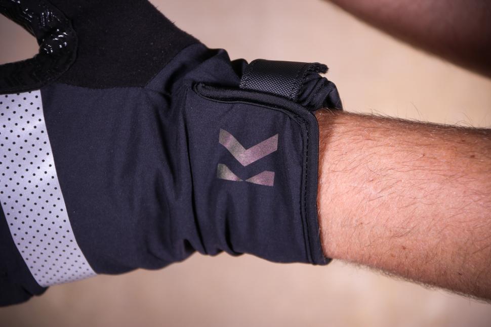 Kalf FIVE Men's Gloves - cuff.jpg