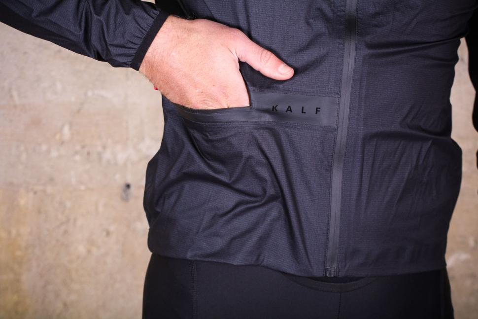 kalf_flux_lightweight_jacket_-_pocket.jpg