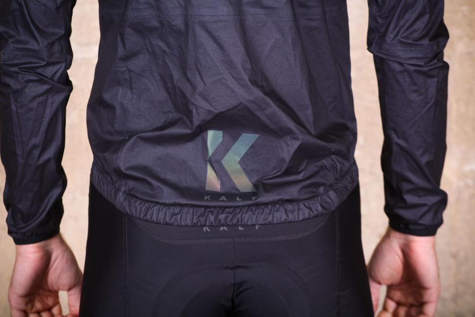 kalf_flux_lightweight_jacket_-_tail.jpg
