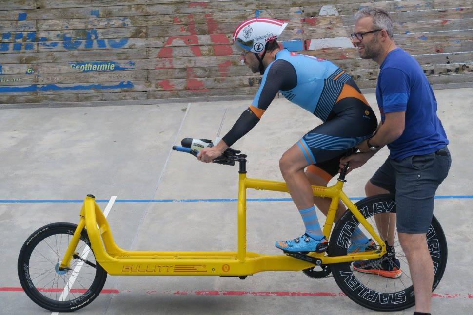 Super Belgian man sets cargo bike hour record | road.cc WD-59