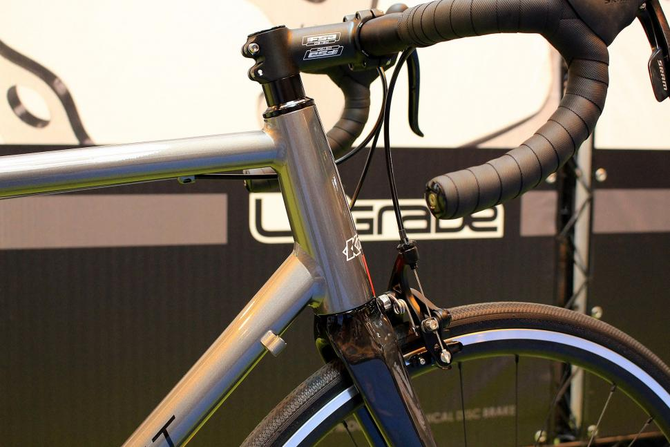 Kinesis Racelight T3 - head tube.jpg