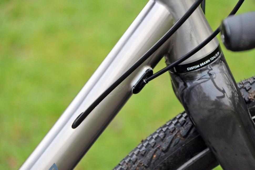 Kinesis Tripster ATR V2 - cable routing.jpg