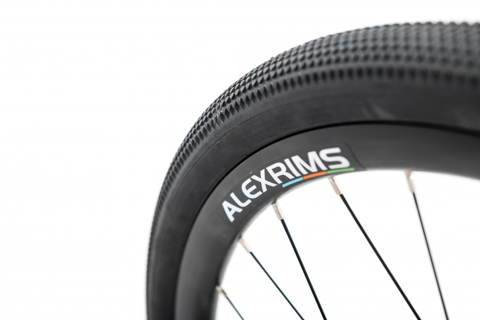 kinesisuk_g2_bike_wheel_and_tyre.jpg