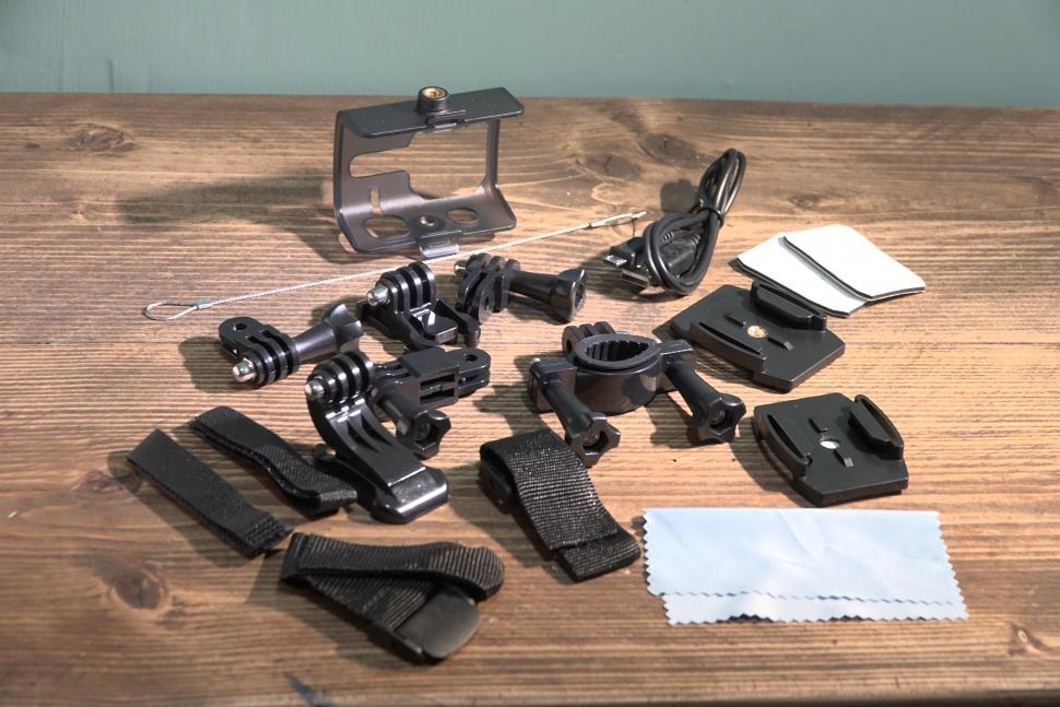 Kitvision Venture 4K Action Camera - accessories.JPG
