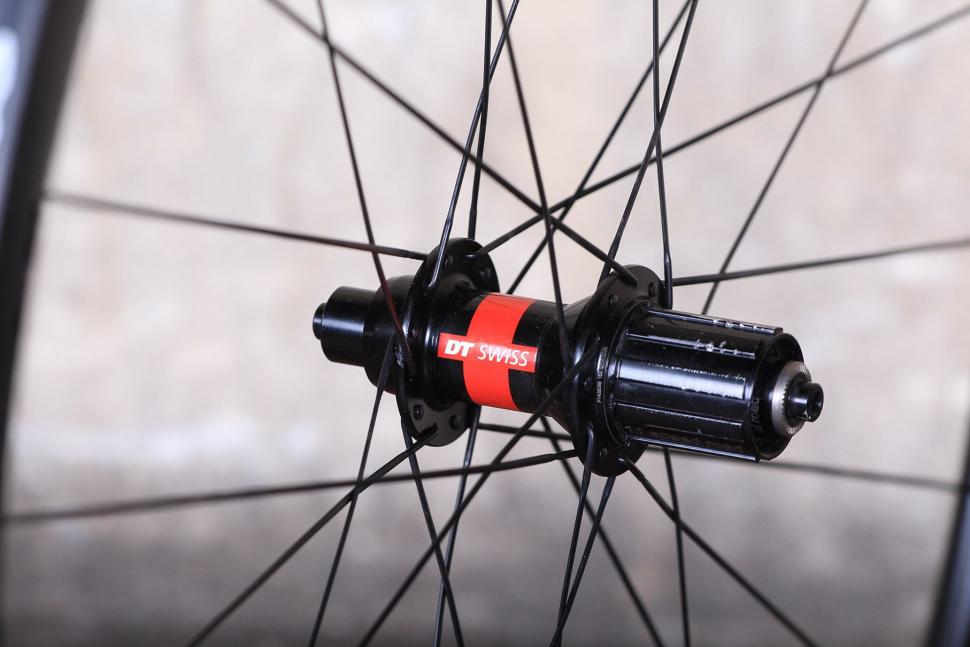 Knight 35 Wheelset - rear hub 3.jpg