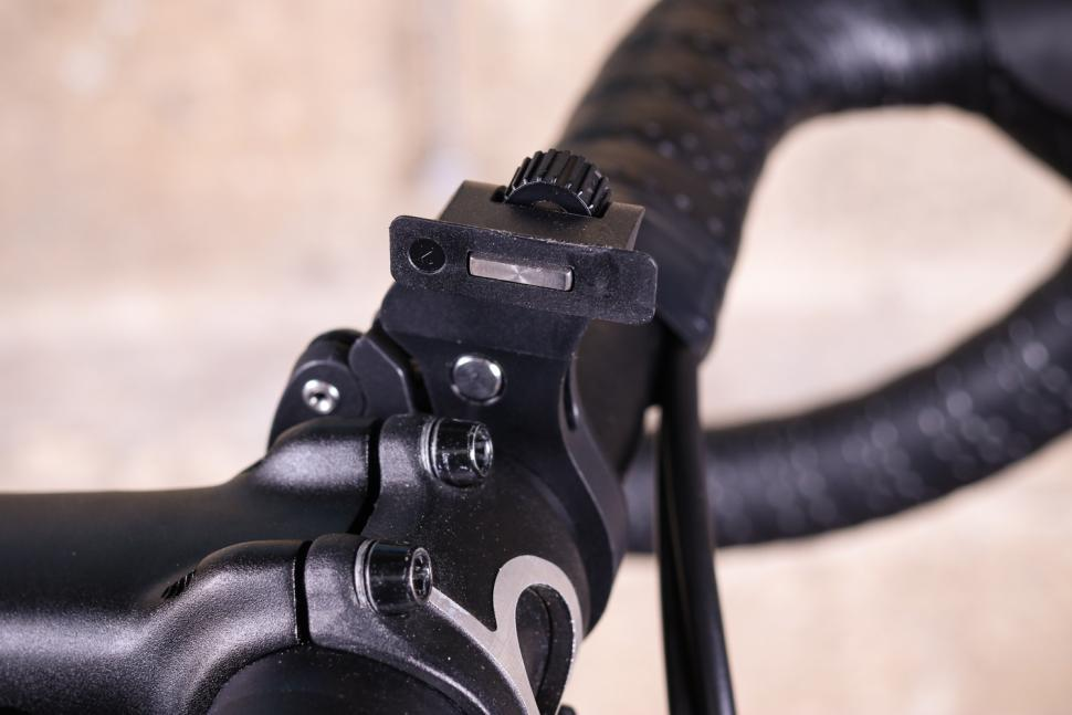 Knog PWR Trail Front Light - mount.jpg