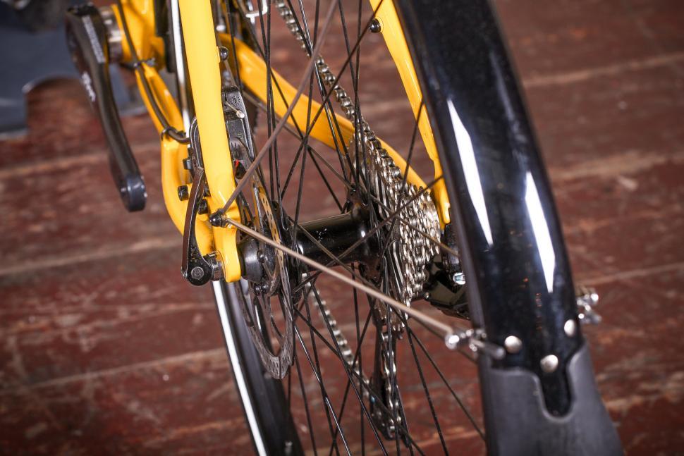 Kona Rove DL - rear hub.jpg