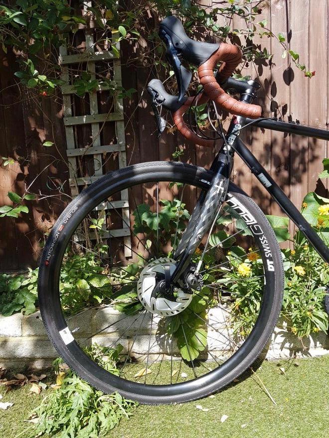 laura-charge-plug-front-profilehutchinson-tyresdt-swiss-wheelsshimano-105.jpg