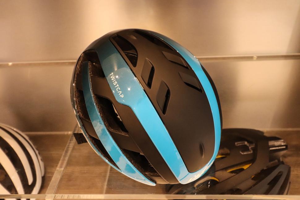 lazer_century_helmet-3.jpg