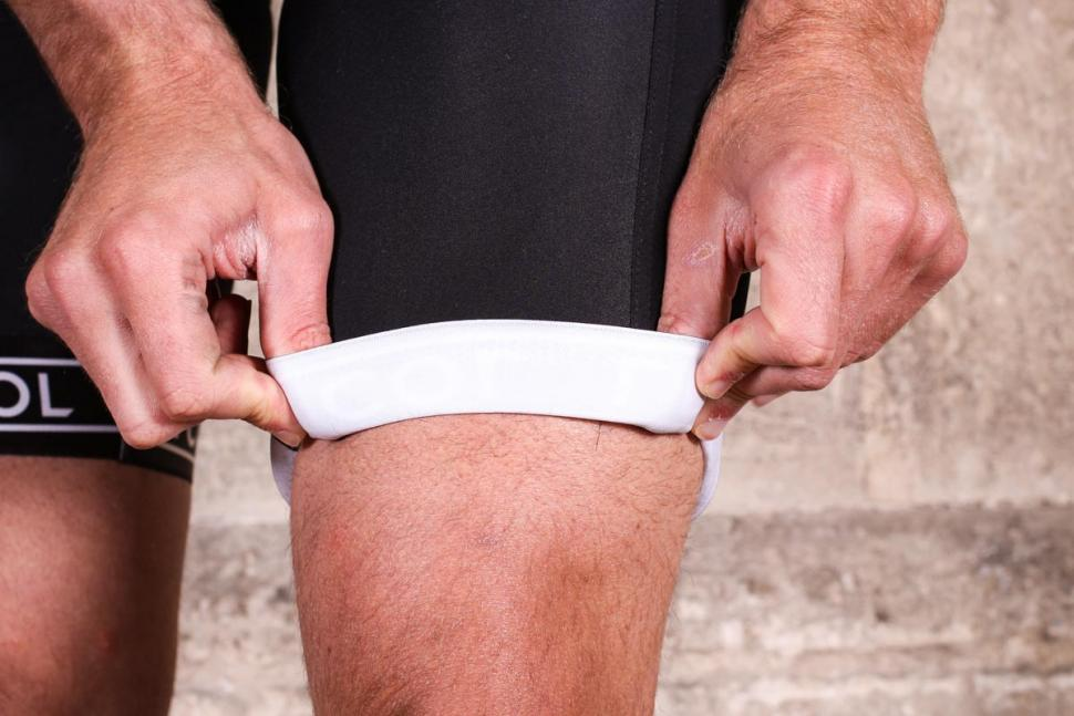le_col_pro_bib_shorts_-_gripper.jpg