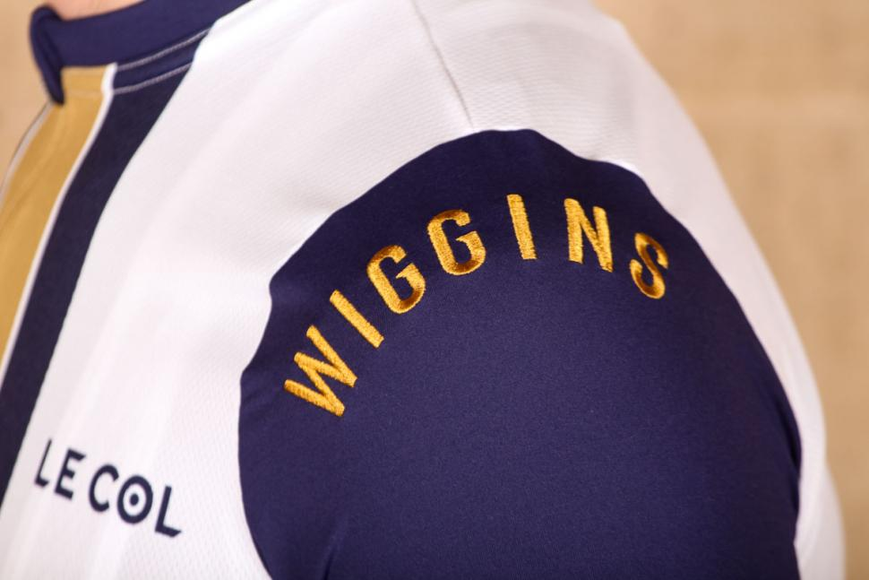 le col wiggins limited edition pro gold stripe jersey - shoulder detail.jpg d3c0a9927